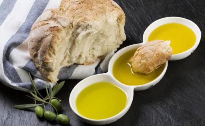 Vianda típica: Pan con aceite.